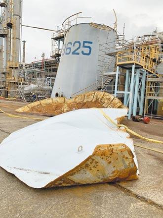 桃園煉油廠爆意外 水槽頂蓋噴飛變形