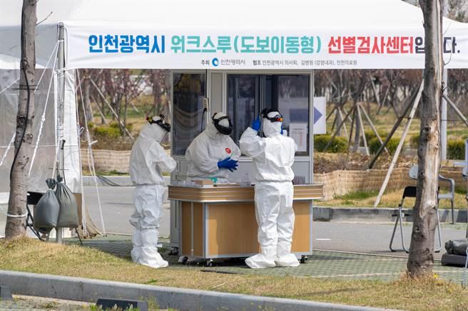 韓國今天通報新增1030起2019冠狀病毒疾病(COVID-19)確診病例,連續第2天創下單日新高紀錄。(圖/shutterstock)