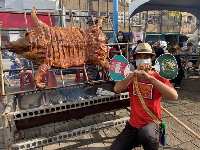 花蓮縣府推廣「國產健康豬肉地產地消暨台灣豬標章」及「花蓮豬肉產地標章」,民眾可憑雙標章,安心購買豬肉品。(羅亦晽攝)