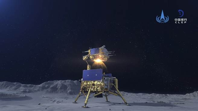 嫦娥5號返回艙點燃返航火箭,離開月球表面。(圖/美聯社)