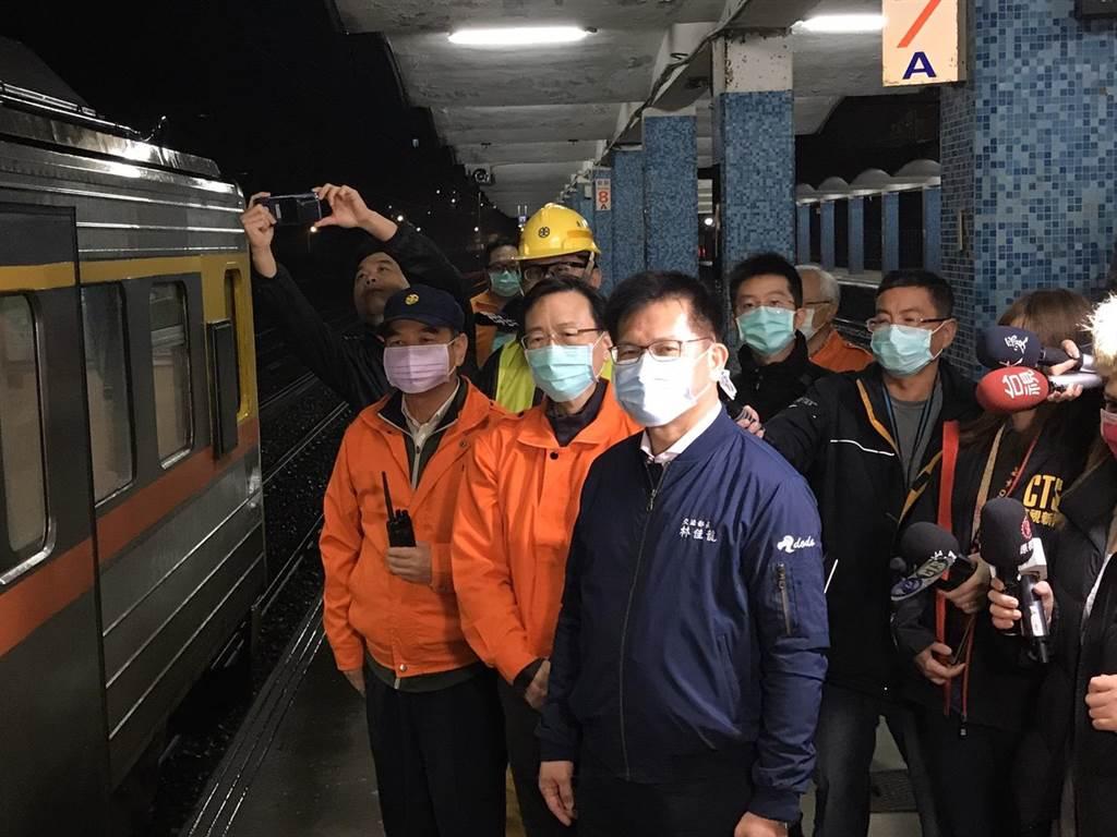 交通部長林佳龍表示,列車經過此路段會限速40公里,確保行車安全。(陳彩玲攝)