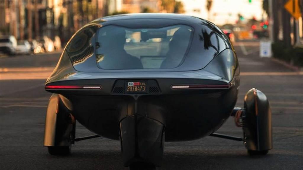 特斯拉專家出手優化!Aptera 三輪電動車將配備 2170 電池並支援反向充電
