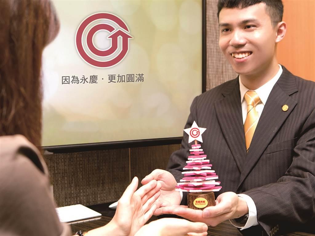 民眾在活動期間內預約賞屋,就可獲得永慶房屋推出的超可愛耶誕小物。(圖/永慶房屋提供)