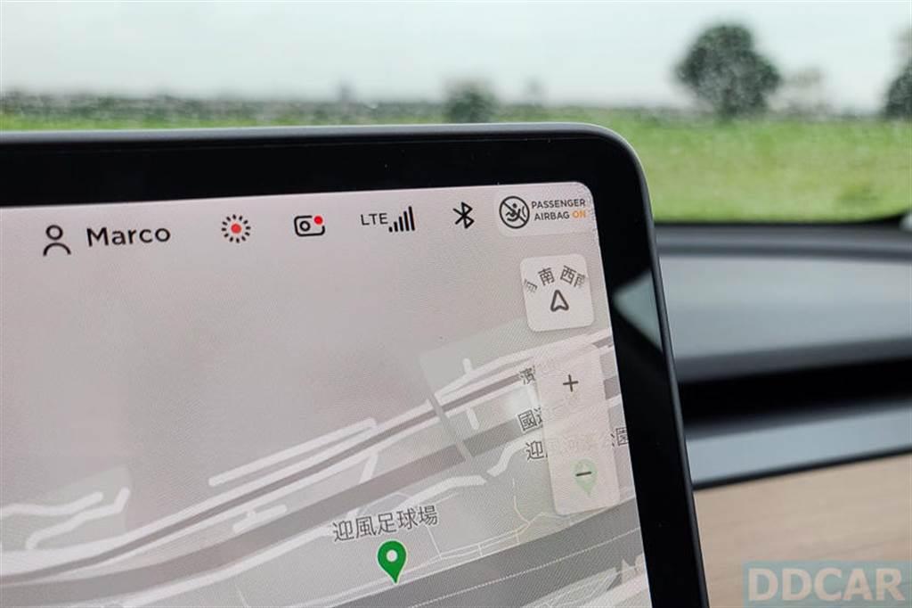 過幾秒後,相機圖案出現紅點,顯示隨身碟運作正常,哨兵和行車紀錄器功能 OK!