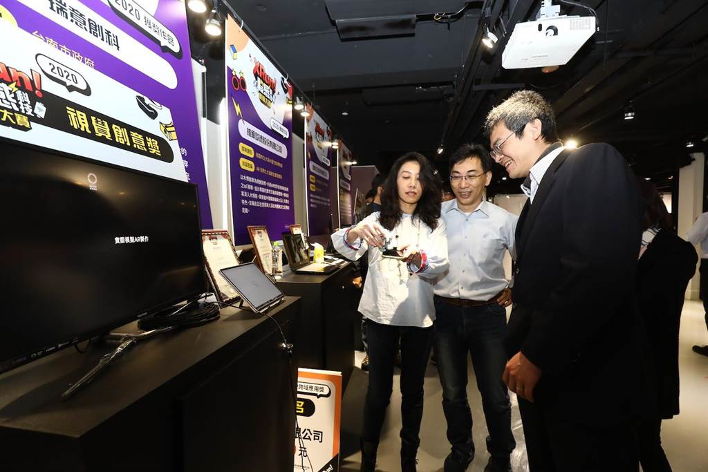 「瑞意創科」團隊獲得「視覺創意獎」,作品結合臺南市政府安平古堡,以XR體感互動科技及自創安平吉祥物IP,體驗體感互動之旅。(工業局提供)