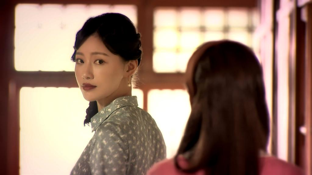 梁以辰劇中前世是旅館老闆娘。(三立提供)