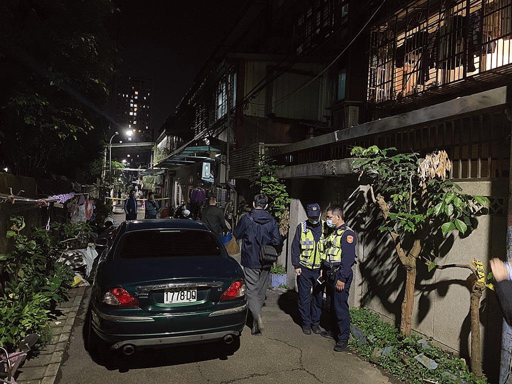 陳姓被害人在板橋大觀路住處遭凶嫌闖入殺傷,送醫急救後已回復生命跡象。(王揚傑攝)