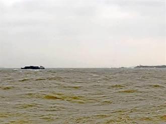 陸船疑似失去動力 擱淺金門田埔海域