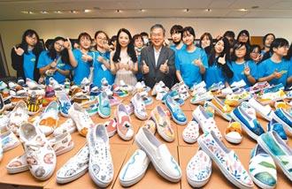 东女美术班 彩绘帆布鞋义卖