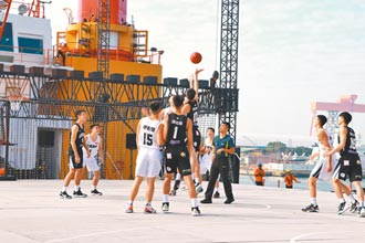 海上跨年舞台穩 打籃球也沒問題