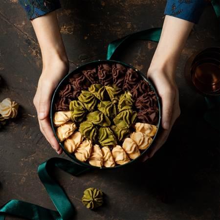 《愛威鐵盒餅乾》採用頂級食材製作出入口即化的曲奇餅乾。(圖片取自愛威鐵盒餅乾粉專)