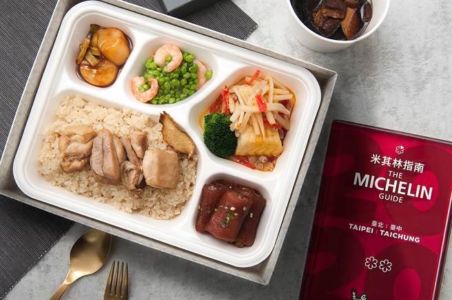 台北喜来登大饭店推出「必比登巡礼」住房专案,标榜客人在客房内即可享用米其林美食。(图/台北喜来登大饭店)