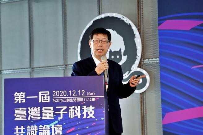 鴻海研究院攜手台灣量子電腦暨資訊科技協會,12日舉辦第一屆「台灣量子科技共識論壇」,鴻海董事長劉揚偉受邀出席。(鴻海提供)