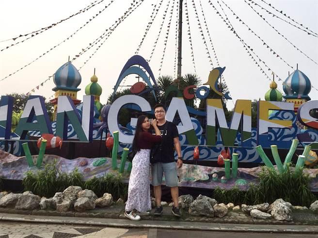 郭仕勛(圖右)轉換跑道後順利成家立業,每年都會安排假期陪太太回馬來西亞探親。(圖/永慶房屋提供)