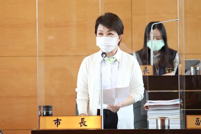 台中市長盧秀燕強調,市府不會為通車而通車,「為了安全、寧可延後」;做出這樣的決定,必須向全體市民及市議會道歉。(陳世宗攝)