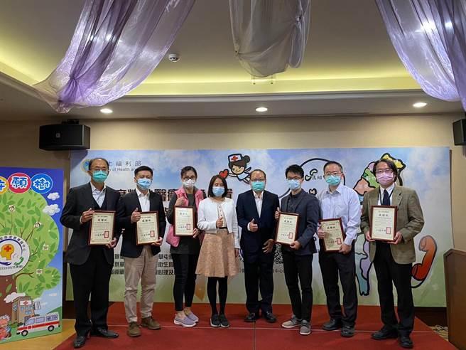 草屯療養院試辦精神醫療call center,並透過全國各縣市衛生局建立台灣北、中、南、東等26家醫療機構合作機制,結合警消護送就醫,協助病人獲得及時醫療照護與必要的留觀住院服務。(馮惠宜攝)