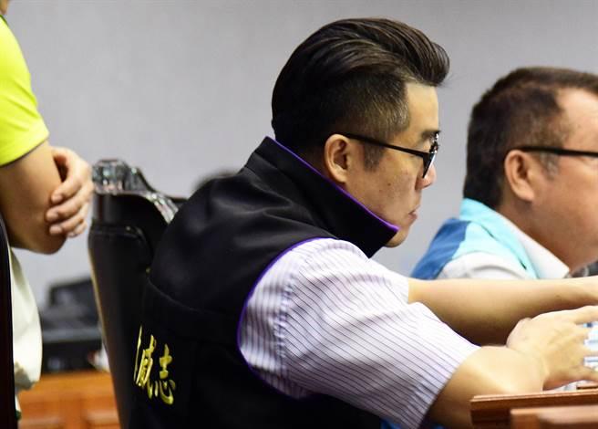 台東縣議員林威志涉詐領助理費,台東地方法院14日召開羈押訊問庭後,將林威志羈押禁見。(莊哲權攝)