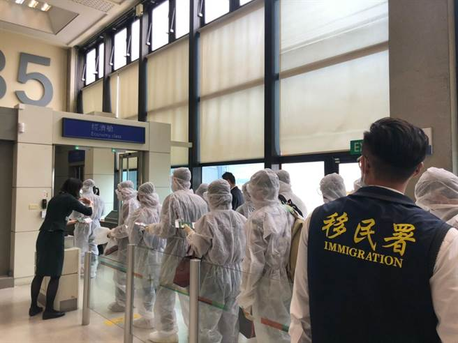 移民署14日遣送342名越南籍受收容人。(圖:移民署提供)