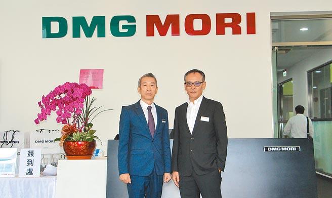 雷尼紹台灣總經理賴時正(右)與德馬吉森精機總經理王繼聖(左)同於DMG MORI臺灣技術研討會活動中合影。圖/李淑慧