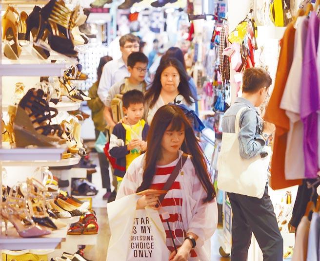 台灣無條件基本收入協會昨日舉辦首場基本收入遊行,稱有助青年增加選擇工作的彈性、機會,也有助失業者維護尊嚴。(本報資料照片)