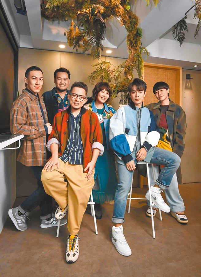 魚丁糸昨擔任壓軸,以最強菜鳥樂團之姿獨家獻唱。(TVBS提供)