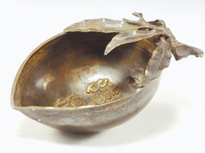 宋代蟠桃形鎏金銀酒杯。(時報出版提供)