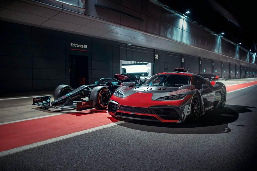 Lewis Hamilton「下班後」不得閒!與Mercedes-AMG Project ONE共度美好時光