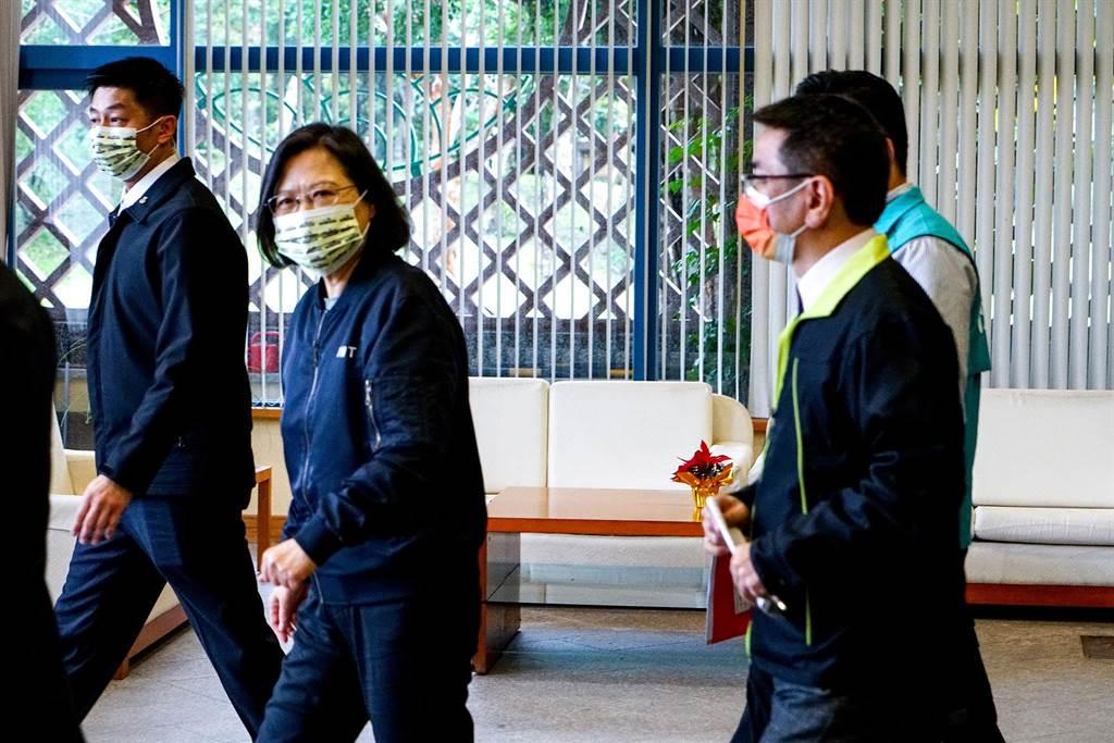 蔡英文總統在宜蘭與民進黨基層座談,蔡總統與宜蘭市長江聰淵一前一後離去。(李忠一攝)