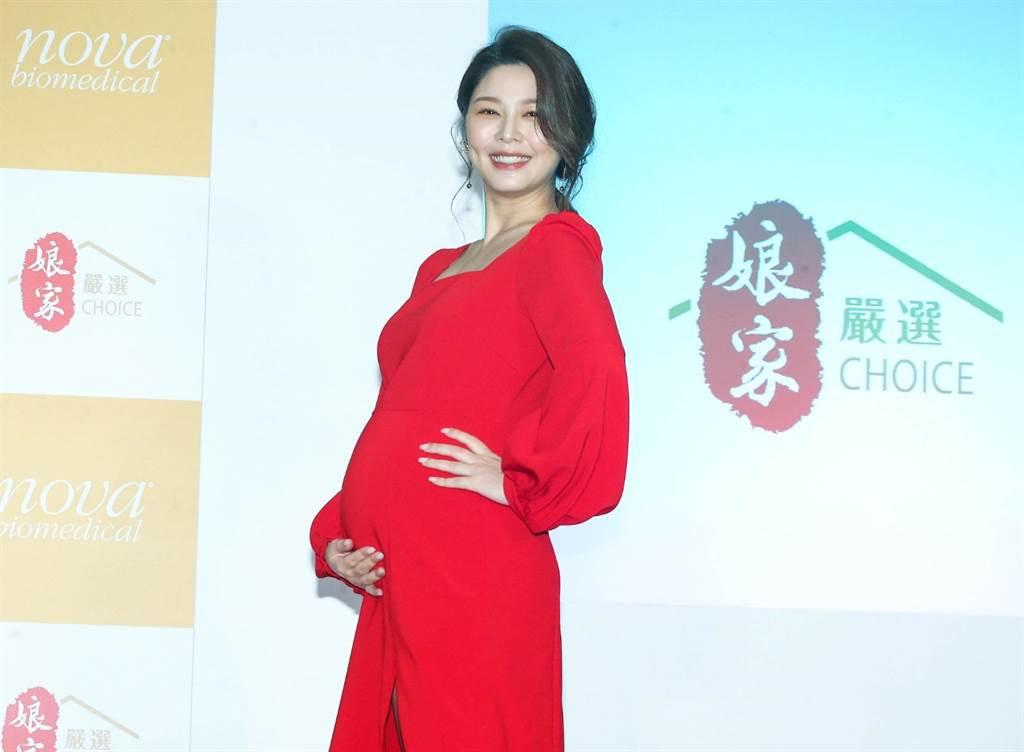 懷孕中的白家綺四肢依舊纖細。(粘耿豪攝)