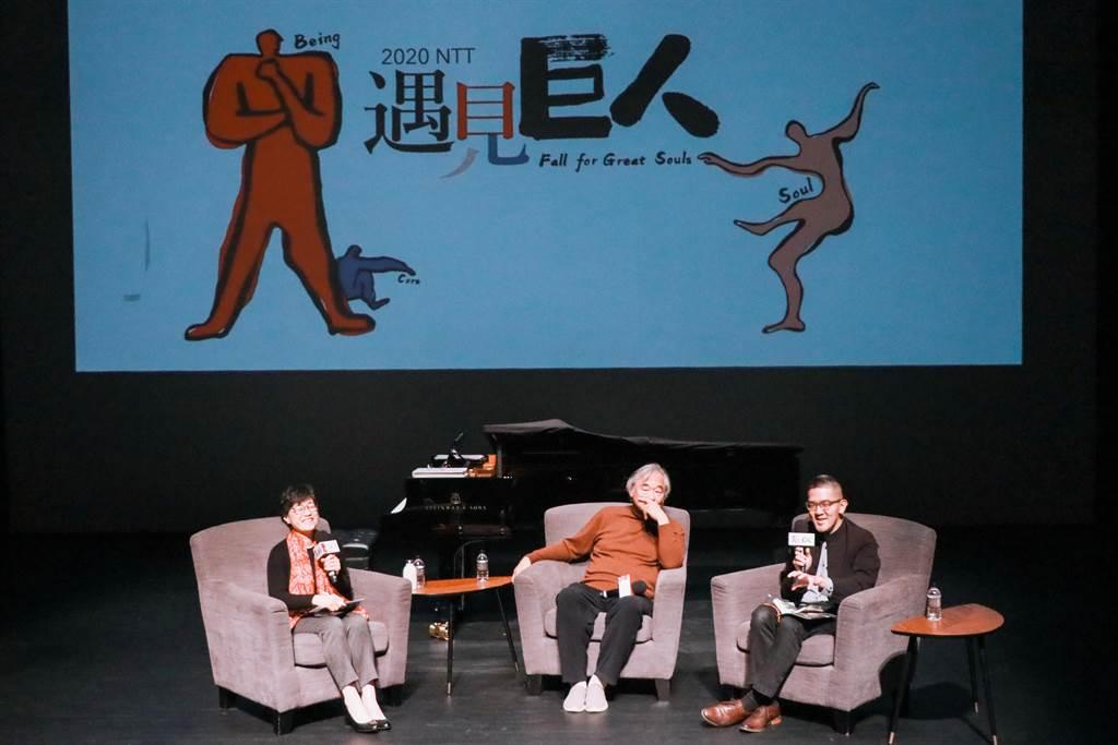 台中國家歌劇院藝術總監邱瑗(左1 )、亞洲鋼琴大師白建宇(中)與樂評人焦元溥(右1)在「NTT會客室」展開精彩的對談。(台中國家歌劇院提供/陳淑芬台中傳真)