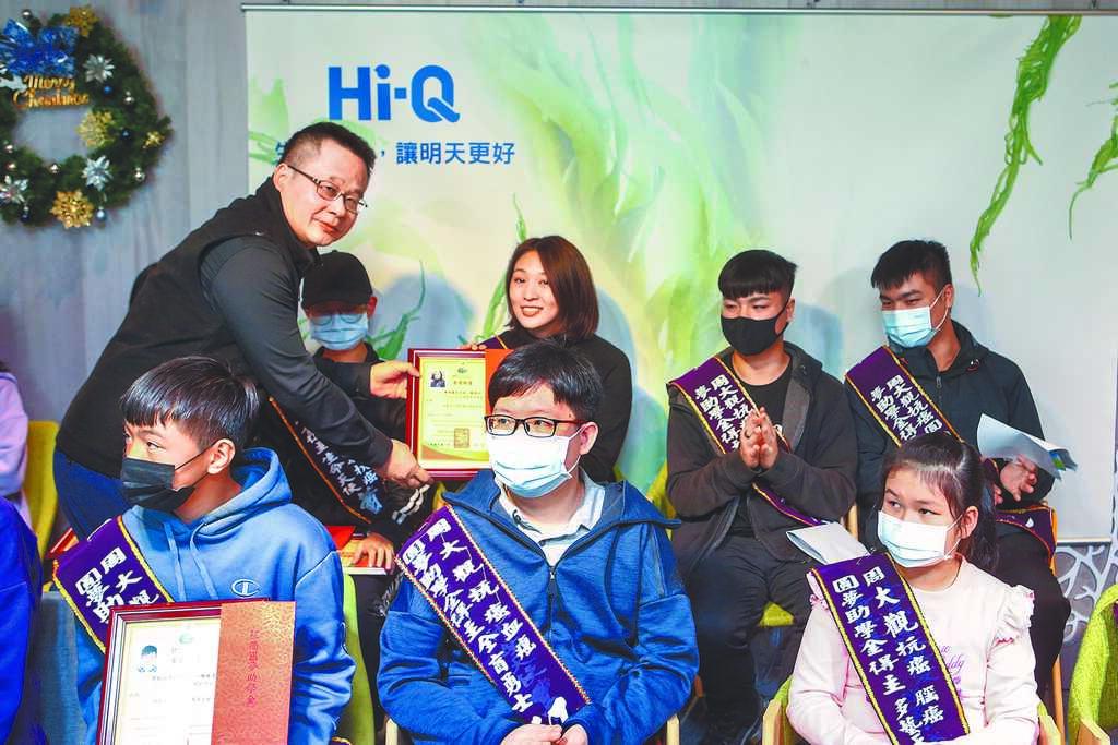 中國時報社長王綽中(左)14日出席頒獎並勉勵大家。(鄧博仁攝)