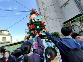 聖誕節埔鹽鄉長好暖心 集結愛心幫106名孩子圓夢