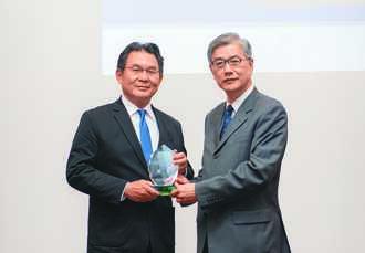 落實普惠金融、永續 遠雄人壽獲雙表彰