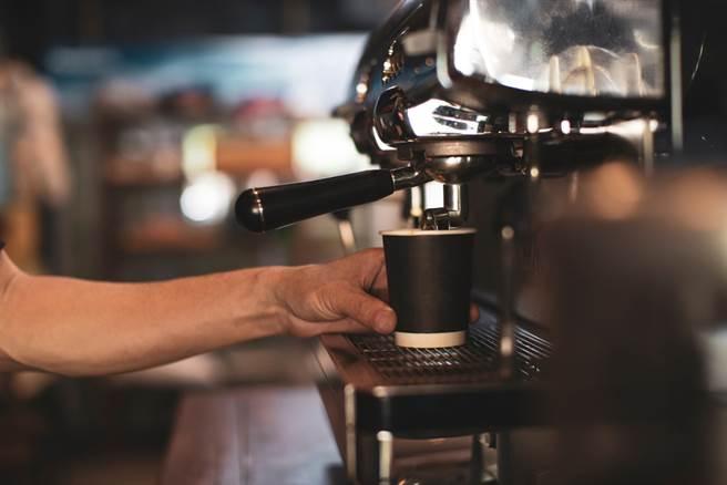 超商的咖啡有多賺?內行網友曝內幕,一杯45元少說可賺30+。此為示意圖。(達志影像/shutterstock)