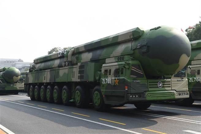 美智庫稱大陸擁有核彈頭數已達350枚 遠超過五角大廈估計。圖為大陸東風-41洲際彈道飛彈。(圖/新華社)