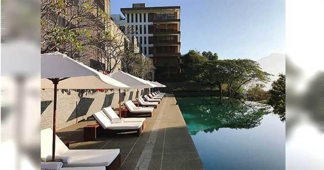 鄉林集團董事長賴正鎰2002年斥資18億元,於南投日月潭湖畔打造涵碧樓酒店,成為鄉林代表作之一。