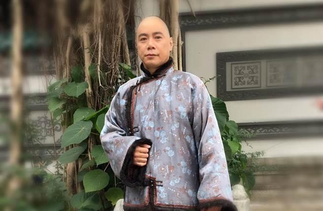 崔錦棠拍古裝戲要剃頭,才讓他不得不公開自己無右耳的秘密。(圖/取材自崔錦棠 Tony臉書)