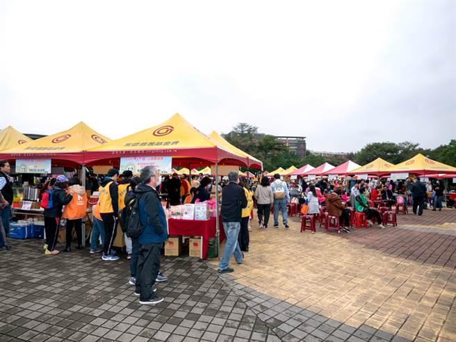 永庆房屋赞助70顶帐篷,协助「杰人大爱」公益园游会圆满落幕。(图/永庆房屋提供)
