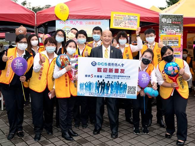 国际杰人会总会长陈锋仁(图前右三)感谢永庆房屋投入公益活动。(图/永庆房屋提供)