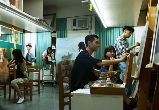 藝創系提供全國首創的學生課後獨立創作教室為培育人才的拔尖計劃之一(圖/玄奘大學提供)