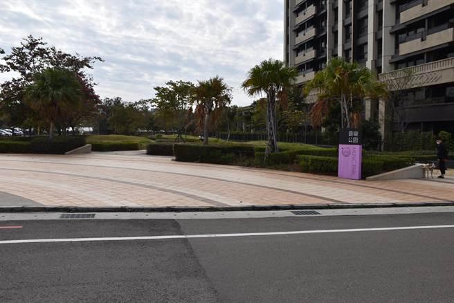 與藝術公園一街之隔的音樂公園,苗栗縣政府將增設親子遊憩設施。(謝明俊攝)