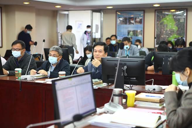 台北市議會工務委員會15日審議都發局預算。(張立勳攝)