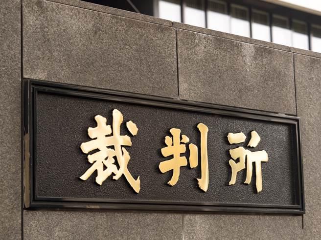在2017年轟動一時的日本推特殺人魔白石隆浩遭控「搶劫強制性交殺人」等罪,15日遭東京地方法院宣判死刑。(示意圖/shutterstock)