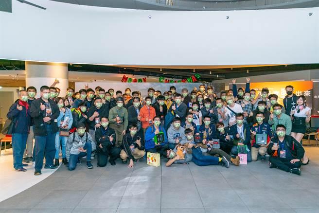 《戰車世界》2020年末玩家聚會,台灣玩家戰出來!大合照。(圖/戰遊網提供)