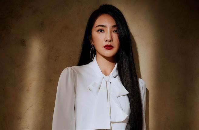吳速玲與台灣快時尚新零售品牌推出全新聯名服飾。(圖/IG@5400wu)