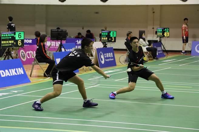 合庫東泰高中A隊楊凱安、陳昕為球隊拿下獲勝的一點。(大會提供)