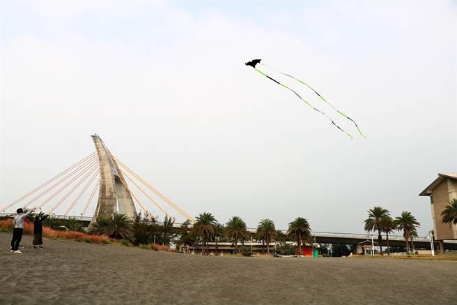 大鵬灣青洲濱海遊憩區在鵬管處與BOT業者分手後,拆除圍籬對外開放,恢復昔日親民形象。(謝佳潾攝)