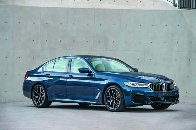 全新BMW 5系列以簡約、現代設計筆觸,展現新世代領導者風範。圖/業者提供