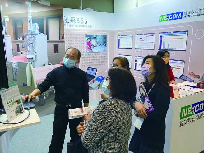 新漢於台灣腎臟醫學會年會展示洗腎室資訊化管理系統。圖/新漢提供
