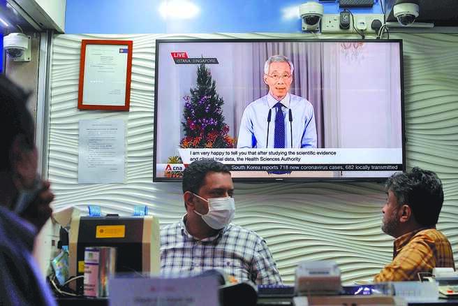 新加坡总理李显龙昨日宣布,新加坡将在28日进入解封第3阶段。图为资料照片。(路透)